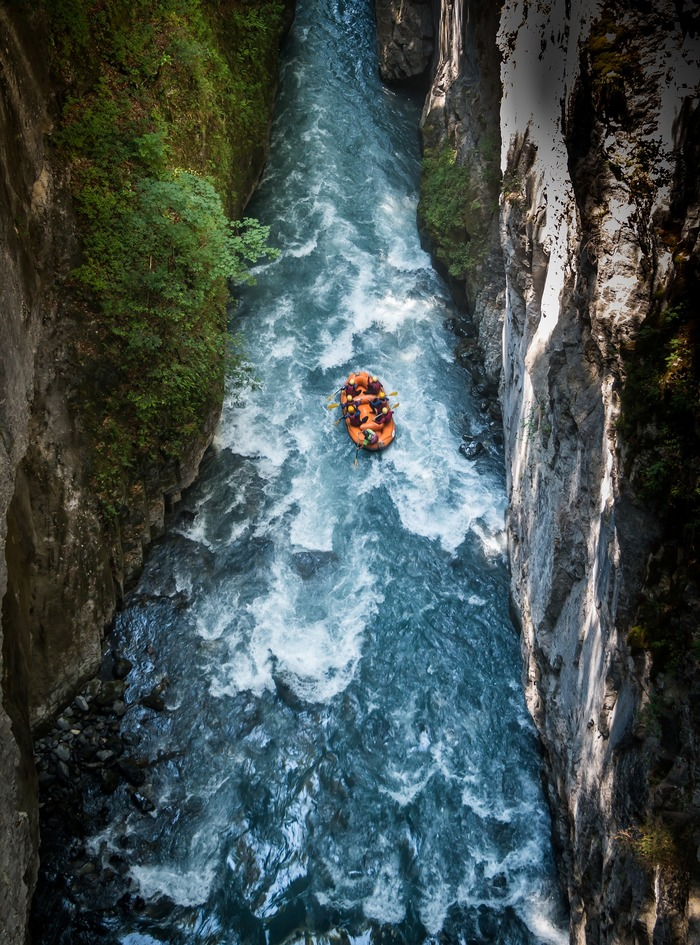 rafting: in discesa sul fiume